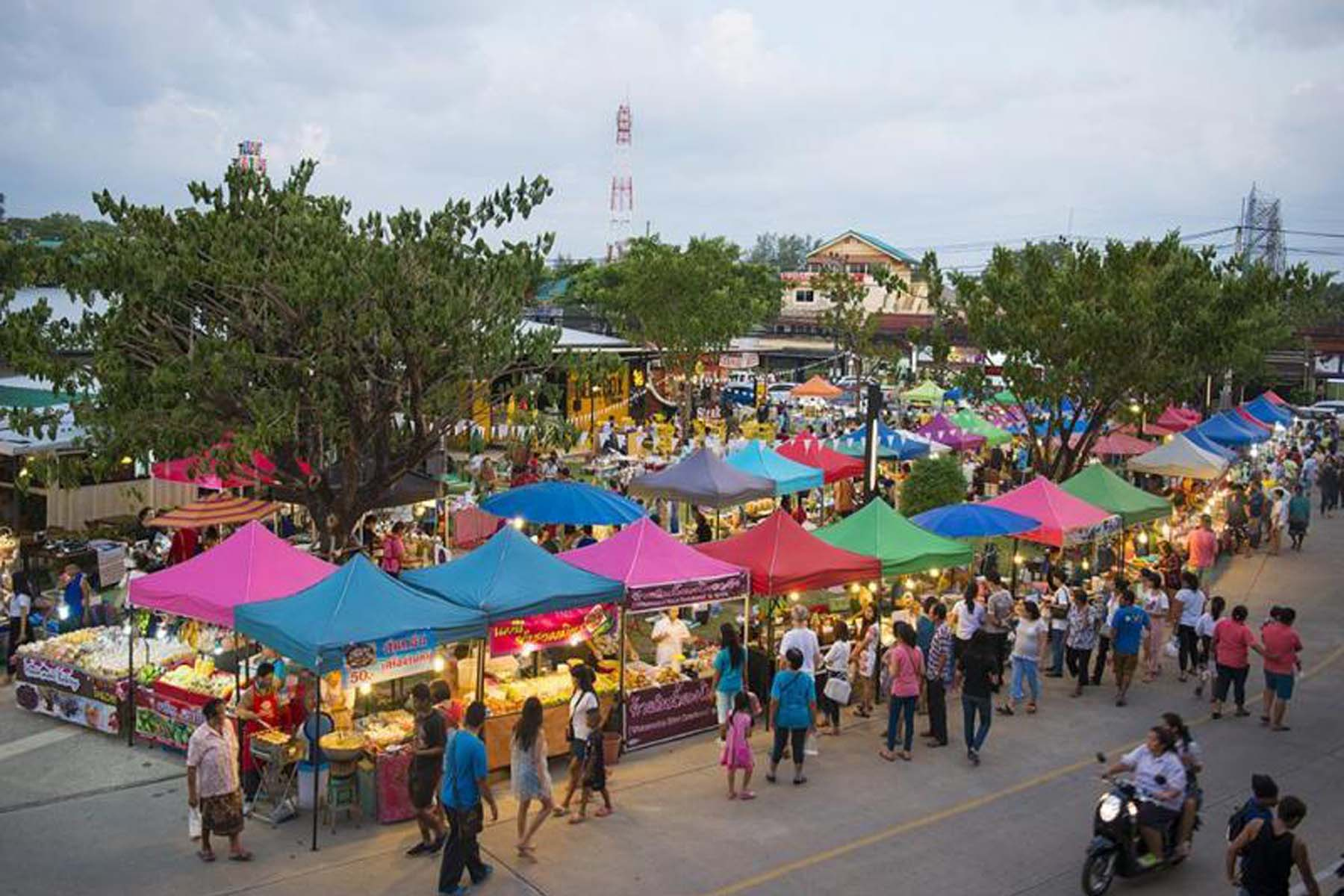 Phuket Weekend Market, Shopping in Phuket