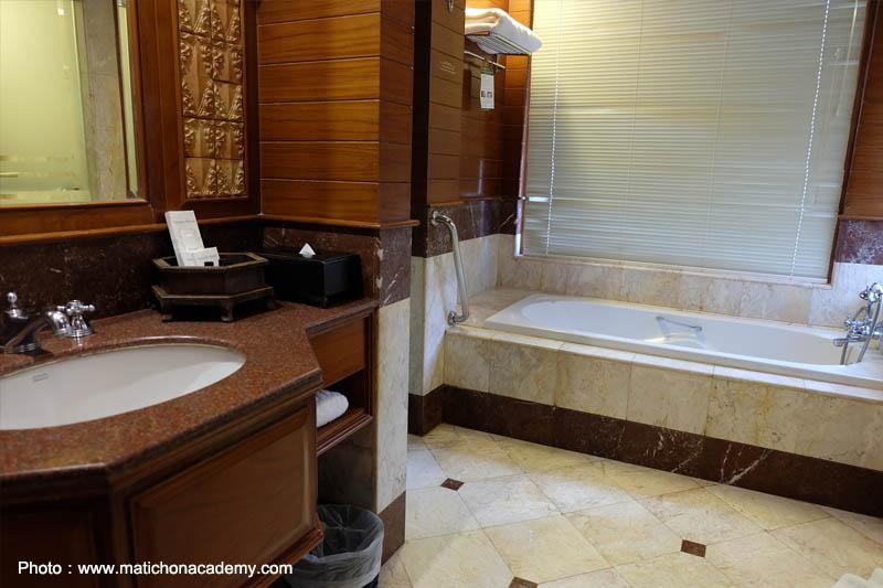 โรงแรมถาวร บีช วิลเลจ รีสอร์ท ภูเก็ต